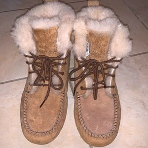 Women's UGG Slipper boots size 8